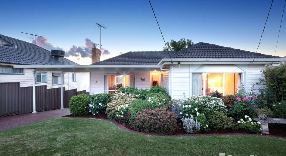 19 Summit Avenue, Oak Park VIC 3046