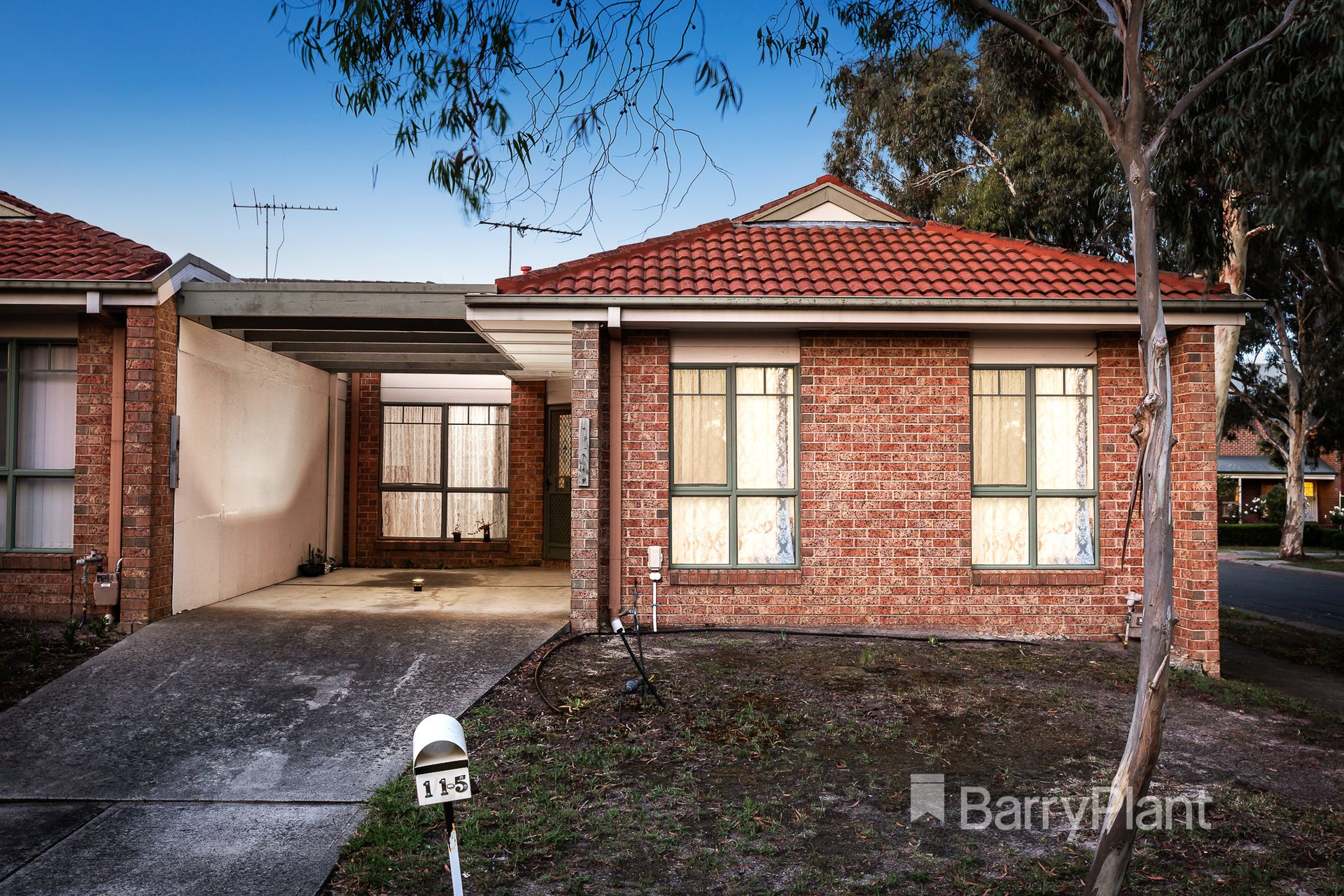 1 Sugarloaf Close