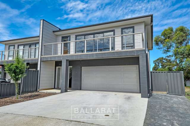 19 Lucia Crescent, Mount Clear VIC 3350