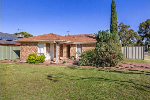 11 Angourie Crescent, Taylors Lakes VIC 3038
