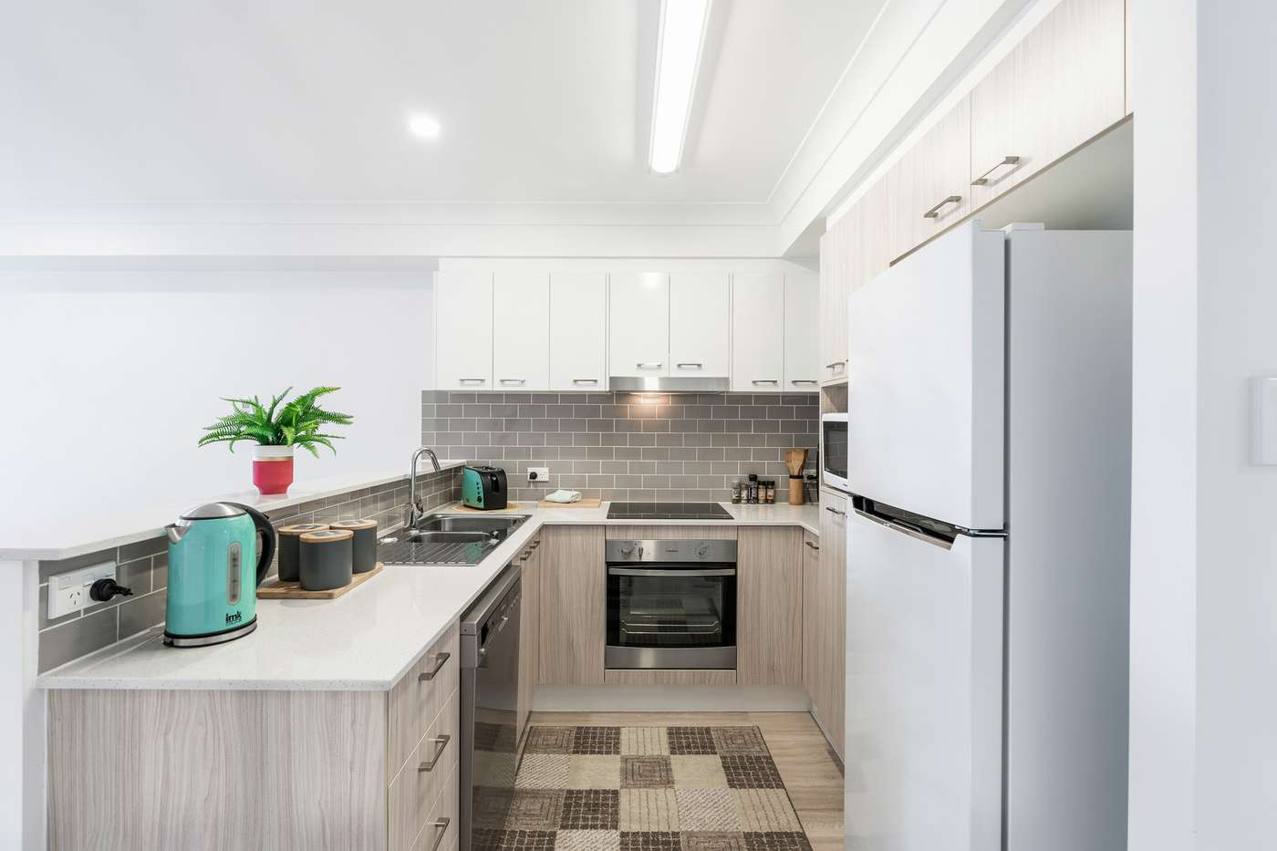 Main view of Homely townhouse listing, 2/39 Surman Street, Birkdale, QLD 4159