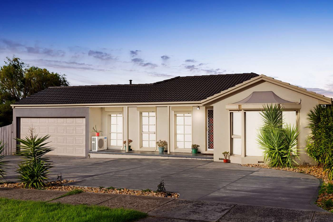 Main view of Homely house listing, 2 Weeden Crescent, Hallam VIC 3803
