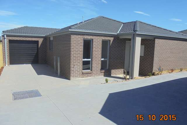 2/4 The Grove, Melton West VIC 3337