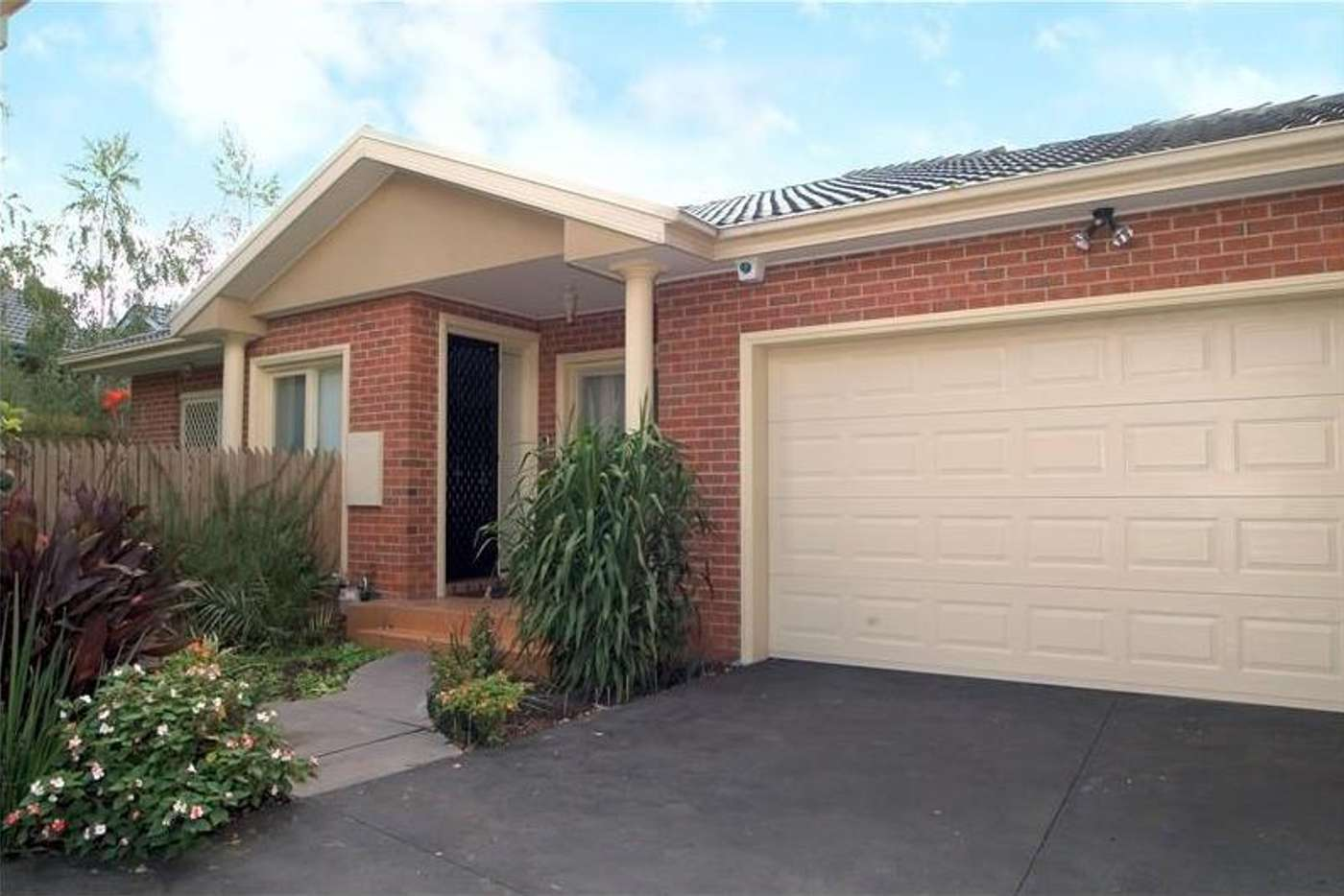 Main view of Homely unit listing, 2/28 McLaren Street, Mount Waverley VIC 3149