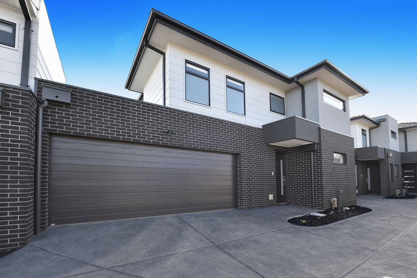 Main view of Homely townhouse listing, 2/10 Cash Street, Kingsbury VIC 3083
