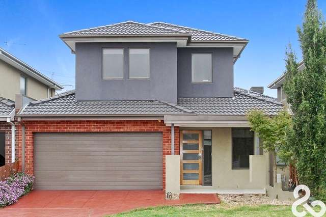 18 Riverside Drive, South Morang VIC 3752