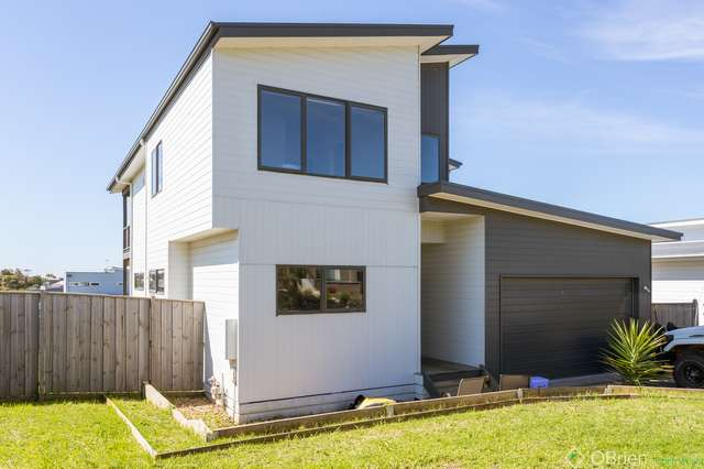 18 Echidna Grove, Cowes VIC 3922