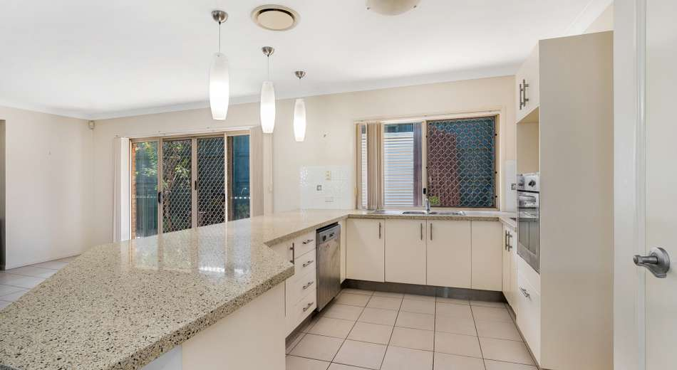 8 Fryer Close, Bellbowrie QLD 4070