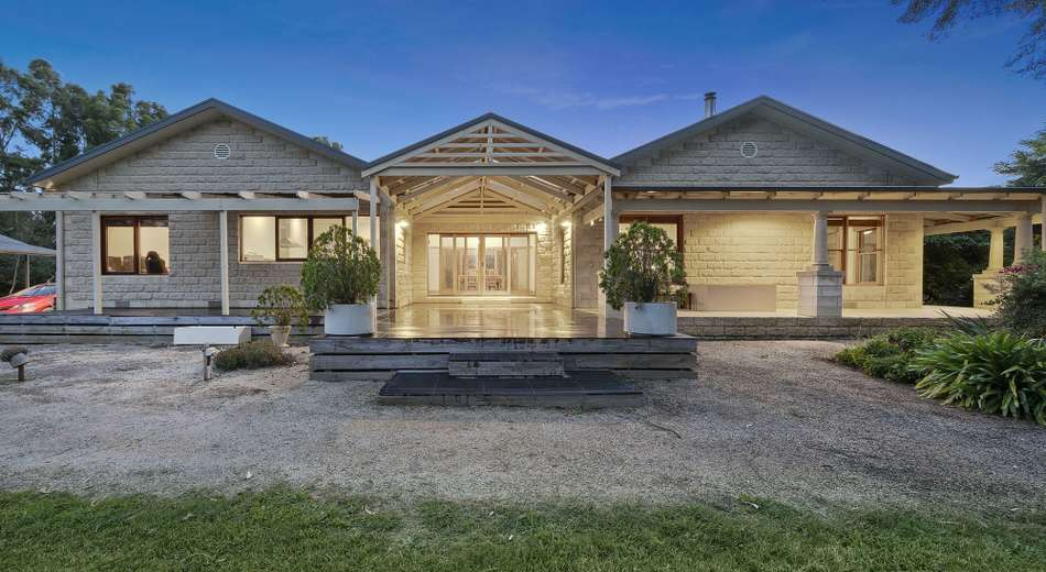 16 Kelly Road, Cranbourne South VIC 3977