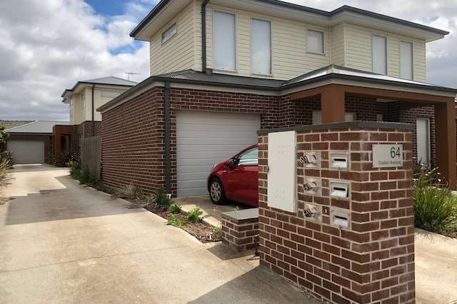 1/64 Station Avenue, St Albans VIC 3021