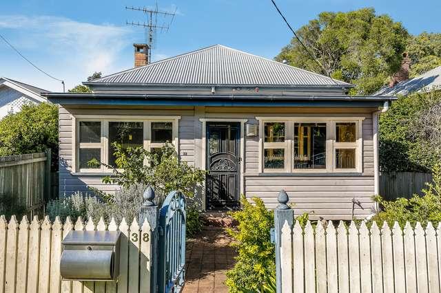 38 Rhyde Street, Mount Lofty QLD 4350