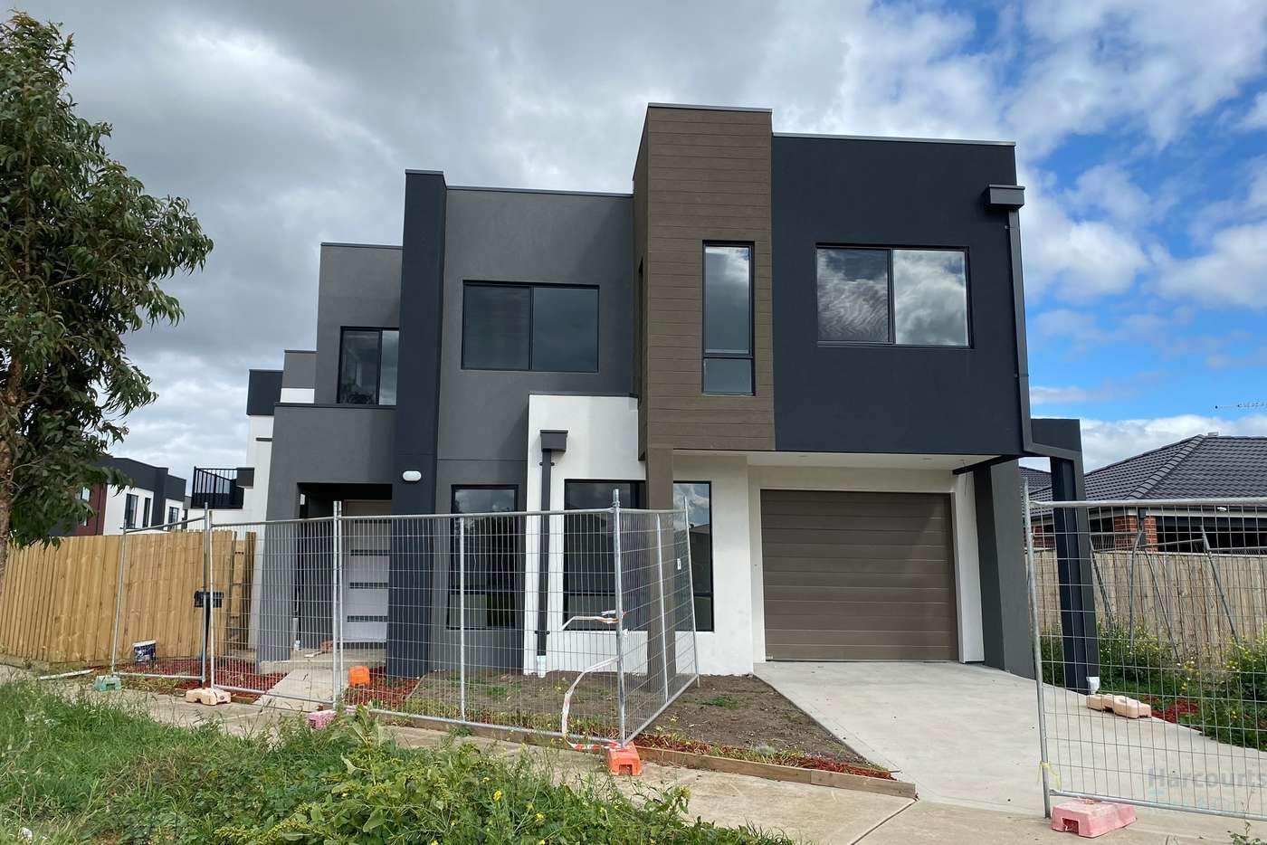 Main view of Homely townhouse listing, 18 Daydream Place, Wollert VIC 3750