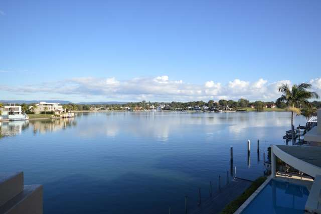 74 Admiralty Drive, Paradise Waters QLD 4217