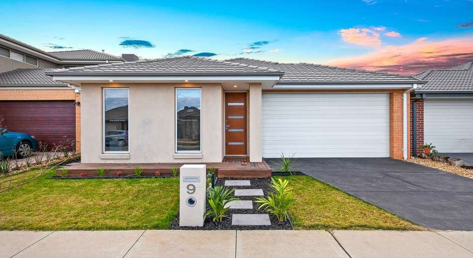 9 Bazadaise Drive, Clyde North VIC 3978
