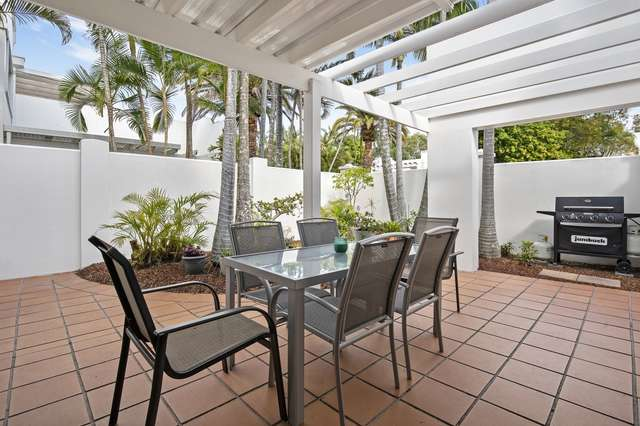 2/100 Cotlew Street East, Southport QLD 4215