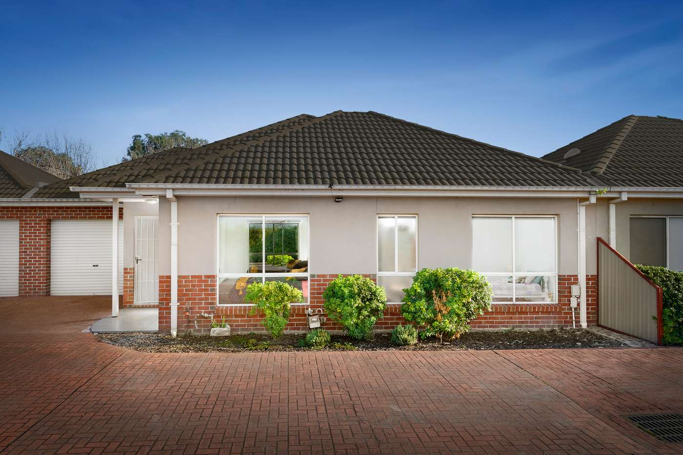 Main view of Homely townhouse listing, 27 Balerno Circle, Gowanbrae VIC 3043
