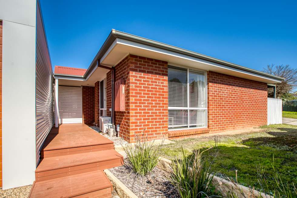 Second view of Homely house listing, 6 Thomas Place, Wodonga VIC 3690