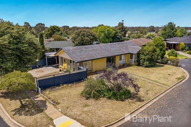9 Lancaster Way, Melton West VIC 3337