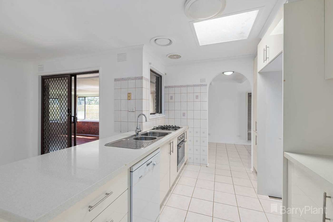 Fifth view of Homely house listing, 2 Wilga Court, Narre Warren VIC 3805