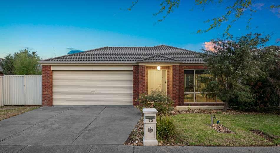 70 Oaklands Way, Pakenham VIC 3810
