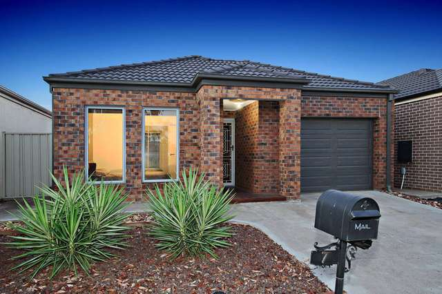 7 Derwent Close, Caroline Springs VIC 3023