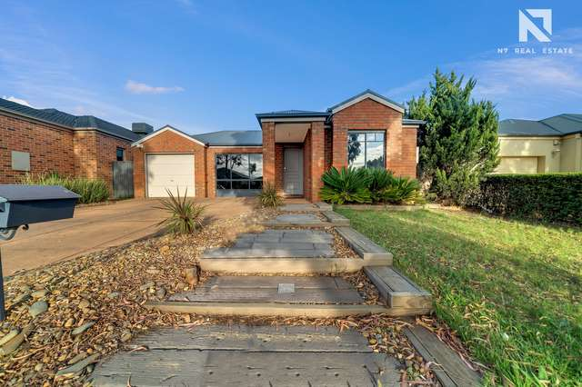 14 Buvelot Crescent, Caroline Springs VIC 3023
