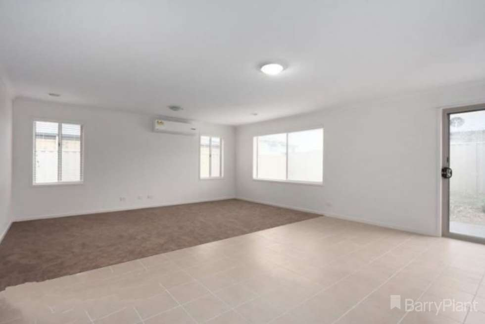 Second view of Homely house listing, 7 Christie Court, Pakenham VIC 3810