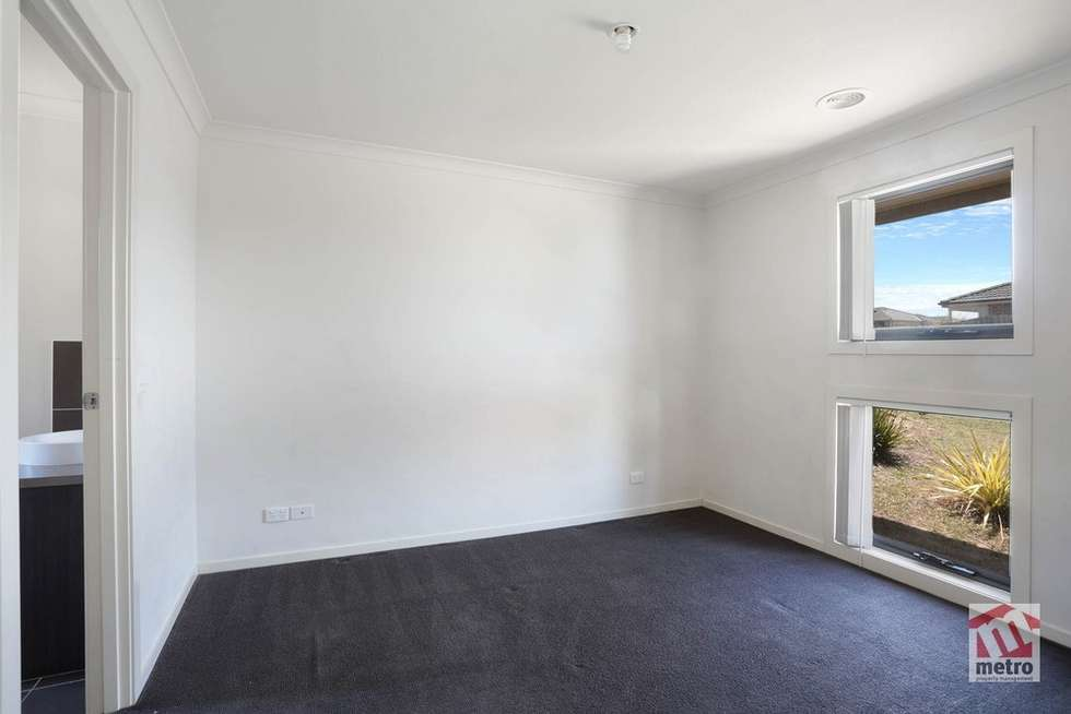 Fourth view of Homely house listing, 11 Alapont Close, Pakenham VIC 3810