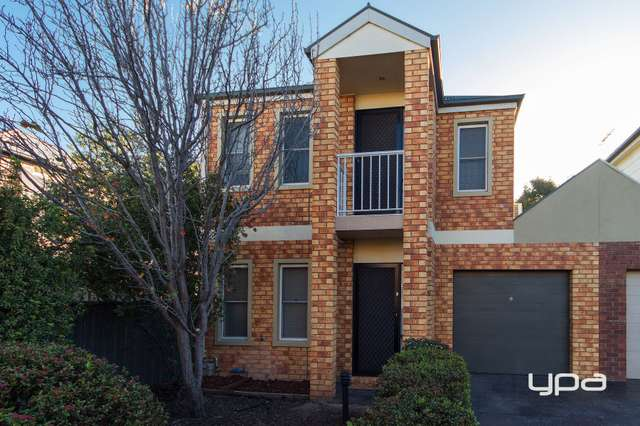 3/8 Lauffre Walk, Caroline Springs VIC 3023
