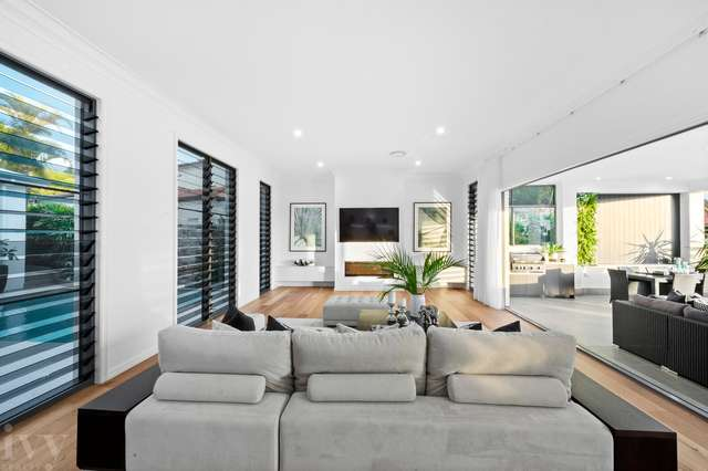 2 Queen Guineveres Place, Sovereign Islands QLD 4216
