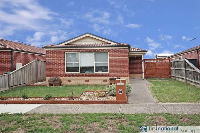 5 McCallum Drive, Cranbourne East VIC 3977