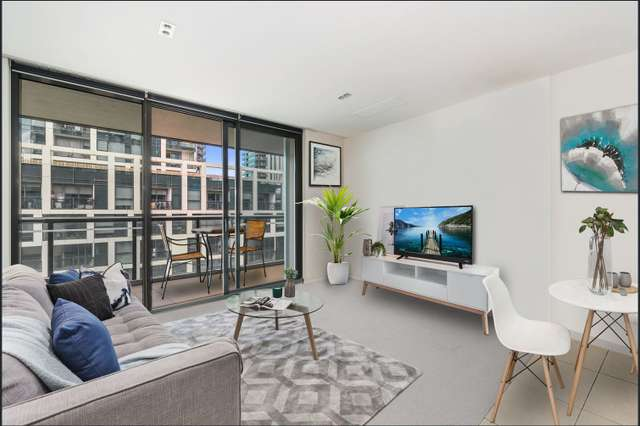 8F/8 Waterside Place, Docklands VIC 3008
