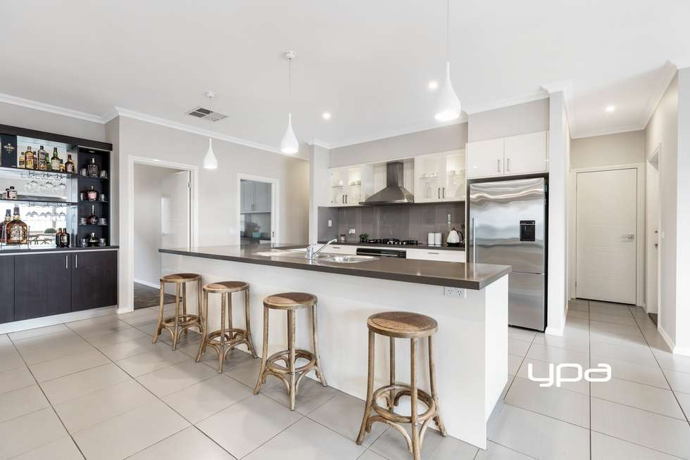 Second view of Homely house listing, 8 Waterloo Rise, Sunbury VIC 3429