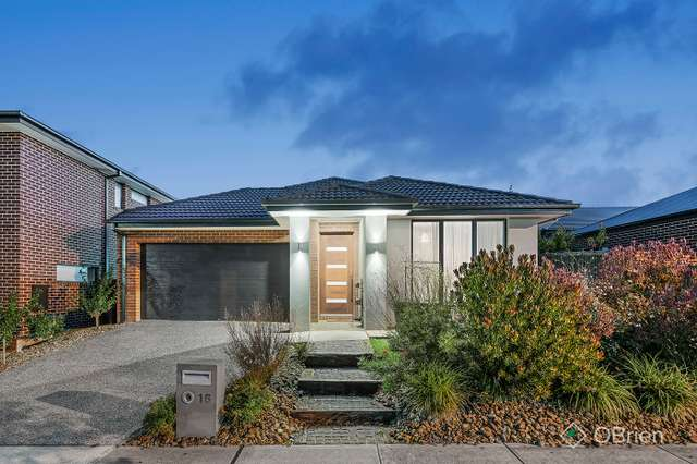 16 Union Street, Clyde North VIC 3978