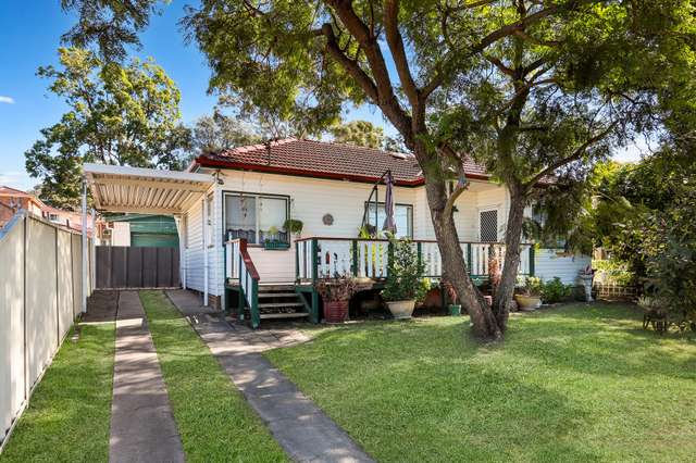 6 Andrew Place, Girraween NSW 2145