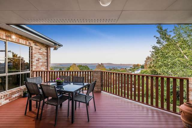42 Windemere Terrace, Mount Lofty QLD 4350