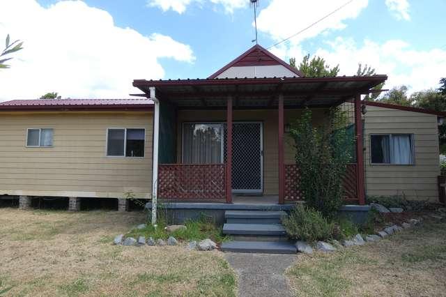 16 Rowan Avenue, Uralla NSW 2358