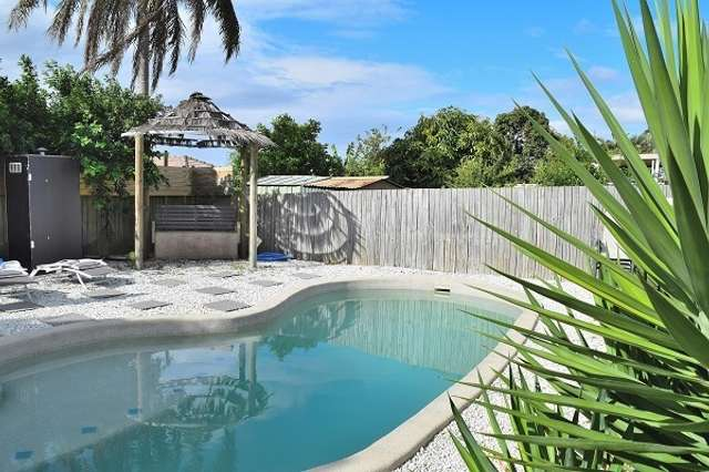 81 Middle Rd, Hillcrest QLD 4118