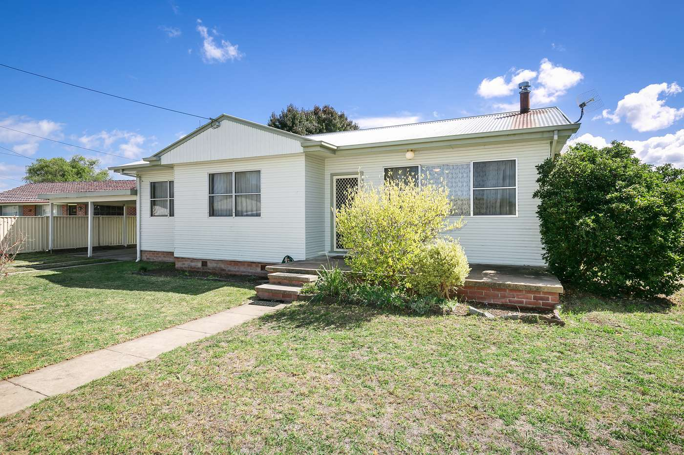 Main view of Homely house listing, 2 Holmes Avenue, Armidale, NSW 2350