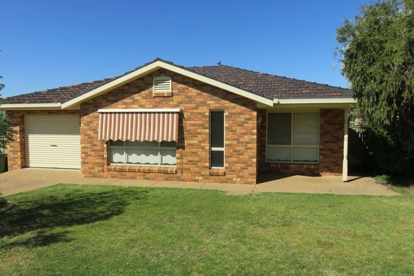 Main view of Homely unit listing, 2/21 Kimberley Drive, Wagga Wagga NSW 2650