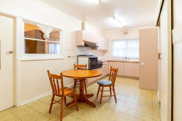 2 Jackson St, Forest Hill VIC 3131