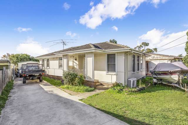 11 Dunrossil Ave, Casula NSW 2170