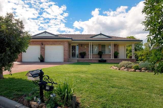 19 Banjos Circuit, Hillvue NSW 2340