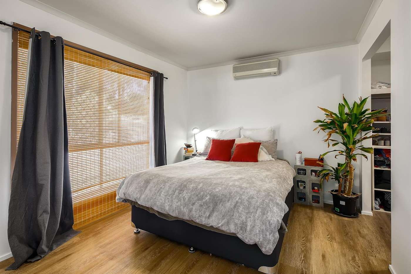 Fifth view of Homely house listing, 8 Eli Court, Hillcrest QLD 4118