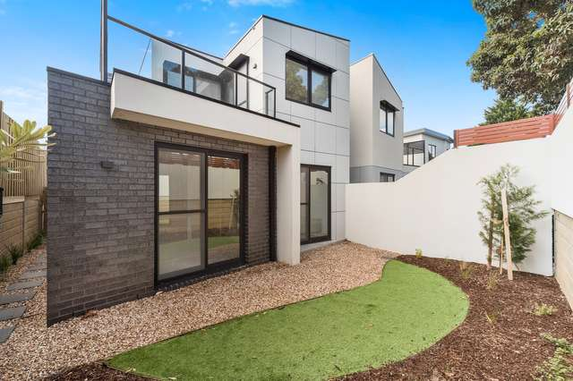 Town House 1/437 Main St, Mordialloc VIC 3195