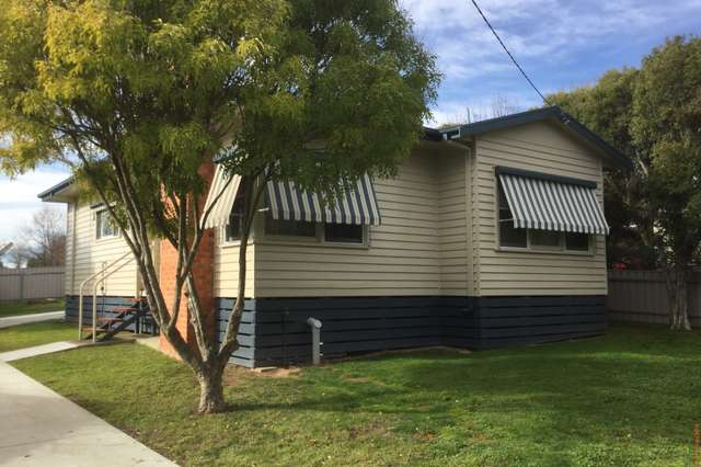 19 Pioneer Ave, Corryong VIC 3707