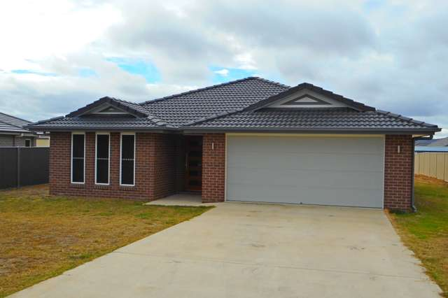 12 Derby Dr, Rosenthal Heights QLD 4370
