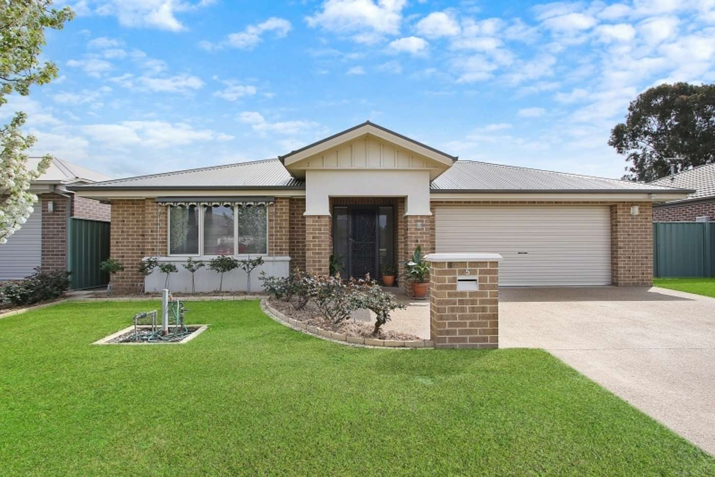 Main view of Homely house listing, 5 Inwood Cres, Wodonga VIC 3690