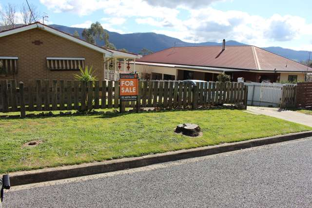 6 Younghusband St, Corryong VIC 3707