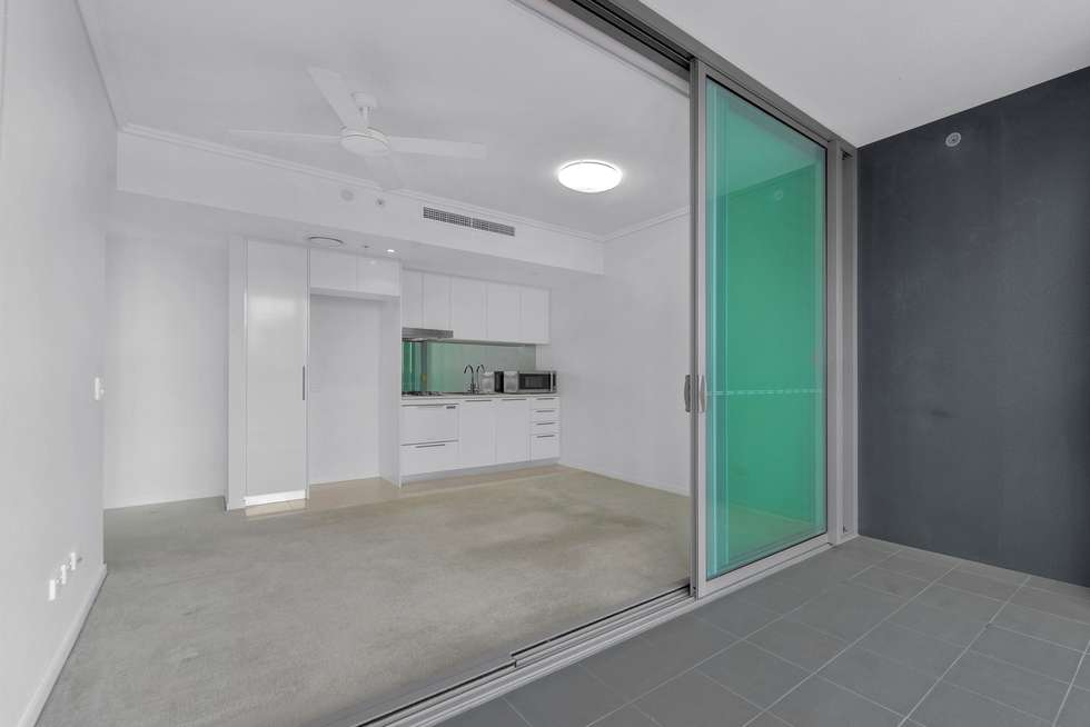 Second view of Homely apartment listing, REF: Tower 1, 8 Harbour Rd, Hamilton QLD 4007